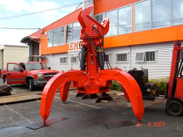 Hydraulic grapple for an 80 tonne excavator for Steel Serve at NZ Steel.